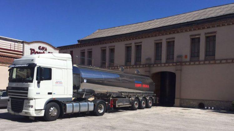 Transporte con cisterna alimentaria